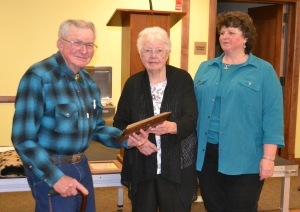 2016 Centennial Ranch award-Briggs Ranch-Floyd, Kathryn and Sue Briggs at banquet, courtesy Joy Ufford at Sublette Examiner-Pinedale Roundup